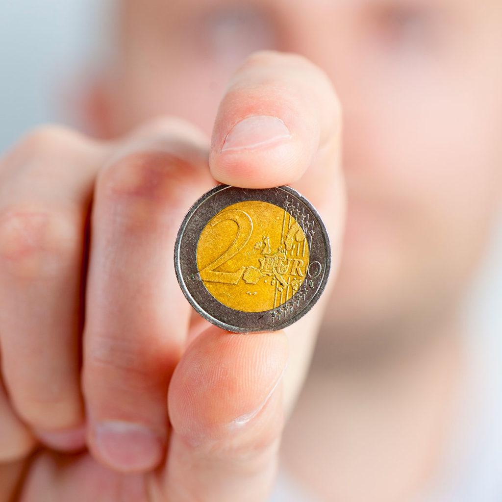 coin euro hand 33356